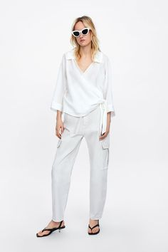 Collared V-neck top with sleeves that reach below the elbow. Featuring a wrap front with matching bow. HEIGHT OF MODEL: 177 cm. Mature Fashion, White Pants, All White, Zara Women, Body Shapes, V Neck Tops, Poplin, Warm Weather, Classic Style