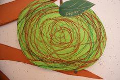 schrijfdans : rond (spiraal) op gekleurd A4 daarna uitknippen en een steeltje met blad eraan maken.