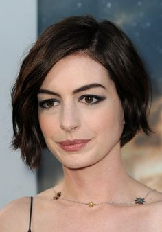 Anne Hathaway Short Wavy Cut (Short Hairstyles Slideshow)