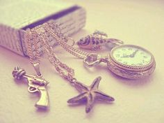I want the pocket watch/locket necklace!