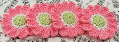 Crocheted Flower Appliques  Pink and Green от FineThreads на Etsy, $4.00