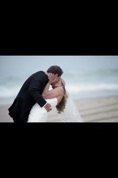 Beach wedding idea for photo ..