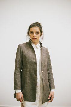 POSTADO! LOOK 3 -  detalhe - camisetão creme com casaco de lã