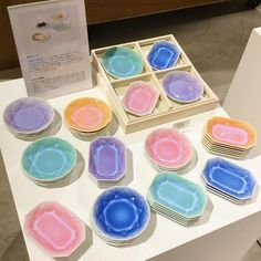 有田焼のイメージを一新!「有田ジュエル」のカラフル豆皿で食卓に輝きを♩ - macaroni