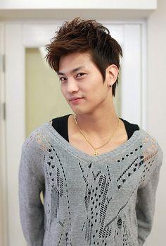 Several Korean Hairstyles for Men: Korean Hairstyles For Men With Highlight Hipsterwall ~ hipsterwall.com Uncategorized Inspiration