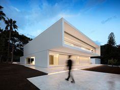 This minimal home design by Fran Silvestre Arquitectos is beautiful. The silhouette of this house is what first drew me in. The simple stacked