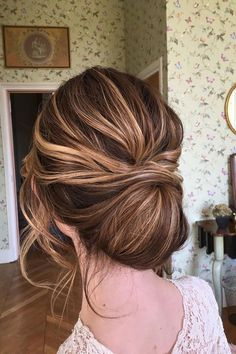 Wedding updo hairstyle inspiration #weddinghair #updo #hairstyle #chignon #hairstyles #updoidas #hairideas