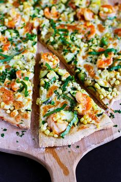 Gorgeous Summertime Shrimp Pizza from Dara @cookincanuck! I can't handle how good this looks.