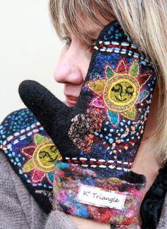 """Валяные варежки """"Тёплое солнышко"""" - чёрный,рисунок,войлок,теплые варежки Wool Gloves, Mitten Gloves, Nuno Felting, Needle Felting, Felt Crafts, Diy And Crafts, Sewing Hacks, Sewing Tips, Felt Art"""