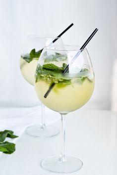 Light Hugo cocktail (elderflower Prosecco cocktail)