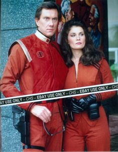 Steven (Andrew Prine), and Diana (Jane Badler) - V: The Original Miniseries Sci Fi Tv Series, Series Movies, Faye Grant, V Tv Show, Les Aliens, Original Tv Series, Childhood Tv Shows, Cultura General, Finals