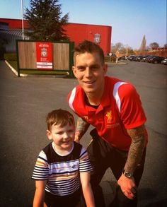 withhopeinourheart: Daniel Agger with a little fan :) Liverpool Fc, Walk On, Football, Sports, Fan, Kawaii, Soccer, Hs Sports, Futbol