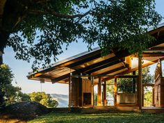 Completed in 2013 in São Francisco Xavier, Brazil. Images by Pedro Kok. Built upon the retaining wall which sections a hill slope, this house's geometry manifests the encounter between the natural rise of the terrain and...