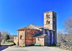 Jaramillo de la Fuente, Sierra de la Demanda - Vista del ábside y la torre de la iglesia de Nuestra Señora de la Asunción
