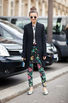 Nice pants...wonder what they'd look like in my size....✕ Floral + floral, offset with a straight black coat and simple hair
