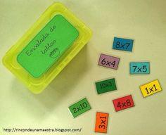Hemos empezado con las tablas de multiplicar y no paro de pensar en qué puedo utilizar en clase para facilitar a mis alumnos su aprendizaje.... Fractions, Math Multiplication, Math Facts, Math For Kids, Primary School, Math Centers, Teaching, Education, Ideas Para