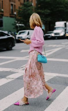 Floral skirt, pink sweater, and feather shoes – Mode – Light pink outfit. Floral skirt, pink sweater, and feather shoes – Mode – Skirt Outfits, Cool Outfits, Fashion Outfits, Rosa Pullover, Dressed To The Nines, Style Challenge, Pink Sweater, Timeless Fashion, Spring Summer Fashion
