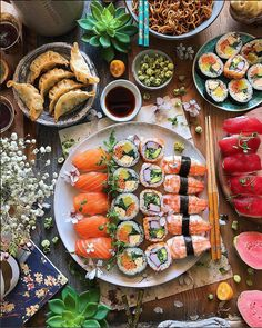 Sushi is cheaper than therapy Let's invite your besties and have a perfect diner! Sushi Recipes, Asian Recipes, Healthy Recipes, Sushi Party, Snacks Für Party, Sushi Comida, Sushi Platter, Food Platters, Exotic Food