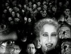 Metrópolis 1927 ‧ Filme de ficção científica/Drama ‧ 2h 33m Metrópolis é um filme alemão de ficção científica produzido em 1927, realizado pelo cineasta austríaco Fritz Lang. Data de lançamento: 4 de novembro de 1927 (Brasil) Direção: Fritz Lang Adaptação: Metrópolis (2001) Música composta por: Giorgio Moroder, Gottfried Huppertz Roteiro: Fritz Lang, Thea von Harbou Wikipédia