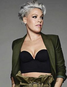 Alecia Beth Moore What Is Embarrassment? Short Grey Hair, Short Blonde, Short Hair Cuts, Short Hair Styles, Undercut Long Hair, Undercut Hairstyles, Haircuts, Pink Haircut, Pixie Cut Blond