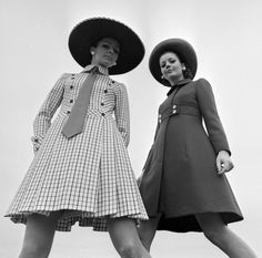 """3.12.1968 - The new Spring-Summer collection of Amsterdam fashion designer Edgar Vos. Left Sonja who shows """"Day Violet"""", a linen day skirt with white pique collar. The color of the dress is purple. On the right Evelijn with """"Amstel Hotel"""", a navy blue coat, which is worn with a dress of the same color. #AmsterdamFashion #1968 #amsterdam"""