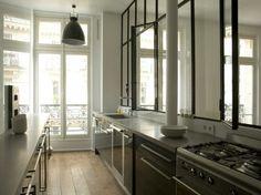 Verri re atelier d 39 artiste s paration vitr e entre une - Verriere entre cuisine et salon ...