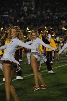 25 Of The Most Embarrassing USC Song Girl Cheerleader Photos Ever Taken! Famous Cheerleaders, Hottest Nfl Cheerleaders, College Cheerleading, Cheerleading Pictures, Football Cheerleaders, Cheerleading Outfits, Cheerleading Workouts, Black Cheerleaders, Cheerleading Cheers