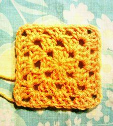 Super Simple Granny Square - 24 Easy Crochet Granny Squares http://www.allfreecrochetafghanpatterns.com/Individual-Squares/Easy-Crochet-Granny-Square-Patterns