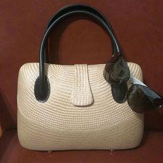 Desenyo Buntal Hand Bag.