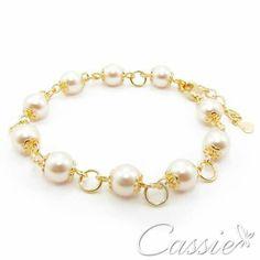 Pulseira Perle folheada a ouro com pérolas acrílicas e garantia.   ▃▃▃▃▃▃▃▃▃▃▃▃▃▃▃▃▃▃▃▃▃▃▃ #Cassie #semijoias #acessórios #folheadoaouro #folheado #instasemijoias #instajoias #fashion #lookdodia #dourado #tendências #banhadoaouro #lindassemijoias #semijoia #semijoiasfinas #feminino  #pulseiras #pulseira #pulseirismo #pulseirismododia #pulseirafeminina #pulseirafolheada #pérolas