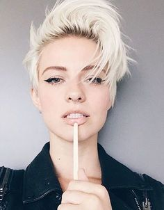 2016 Cool Pixie Haircuts for Oval Faces | Hairstyles 2016 New Haircuts and Hair Colors from special-hairstyles.com