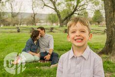 Adorable family photo. Whitney Flora Photography. Fayetteville Arkansas.