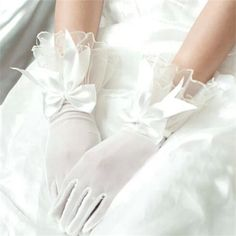「【送料無料】ウエディンググローブ ドレス用グローブ ブライダル ショートグローブ 手袋 ローブ ウェディング」の商品情報やレビューなど。
