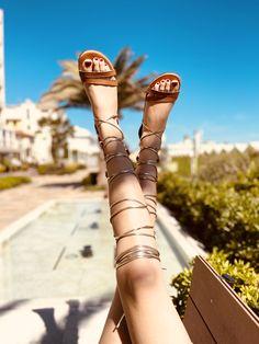 Sandali alla Schiava Romana color Cuoio con Zip Made in Italy - KikkiLine Black Boots, Slip On, Shoes, Fashion, Moda, Zapatos, Shoes Outlet, Fashion Styles, Shoe