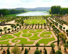 O Palácio de Versalhes é um castelo real localizado na cidade de #Versalhes, um subúrbio de #Paris.