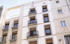 Una fachada de viviendas.