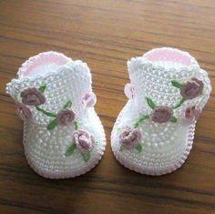 Crochet baby boots,Crochet baby shoes,Crochet booties,Crochet roses by NPhandmadeCreations on Etsy Crochet Baby Boots, Booties Crochet, Crochet Baby Clothes, Crochet Shoes, Crochet Slippers, Baby Blanket Crochet, Baby Booties, Bunny Blanket, Knit Baby Shoes