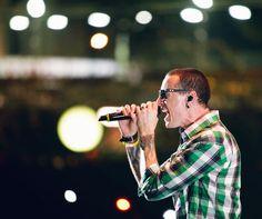 CHESTER BENNINGTON (nice shirt) - Linkin Park