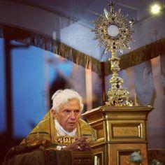 #pope benedict xvi#eucharist#adoration#monstrance