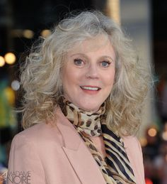 Female Celebrities Over 60 Who Still Look Amazing No Heat Hairstyles, Permed Hairstyles, Older Women Hairstyles, Long Hair Older Women, Medium Hair Styles, Short Hair Styles, Older Actresses, Old Age Makeup, Blythe Danner