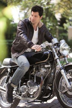 Sakis Rouvas - Greek Singer Beautiful Men, Beautiful People, Greek Men, R Man, Famous Singers, Motorcycle Style, Folk Music, Imagines, Mans World