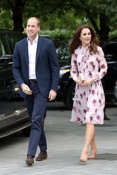 Kate Middleton Photos Photos - Prince William, Duke of Cambridge and Catherine, Duchess of Cambridge attend the World Mental Health Day celebration with Heads Together at the London Eye on October 10, 2016 in London, England. - The Duke & Duchess OF Cambridge And Prince Harry Celebrate World Mental Health Day At The London Eye With Heads Together