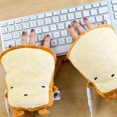 Toast Inspired USB Hand Warmers, could totally use these at work! My hands are always cold!