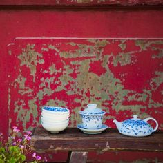Gaiwans are ideal for green & white teas as the porcelain absorbs heat without damaging the tea.