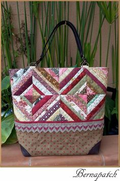 Best 12 752 pixels – Page 420594052685396917 Quilted Purse Patterns, Patchwork Bags, Tote Pattern, Quilted Bag, Place Mats Quilted, Denim Tote Bags, Fabric Bags, Handmade Bags, Bag Making