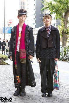 Qosmos Vintage & Antique Outfits w/ Tie-Dye Tote Bags & Colorful Scarves Asian Men Fashion, Seoul Fashion, Tokyo Fashion, Harajuku Fashion, Mens Fashion, Harajuku Makeup, Harajuku Style, Tokyo Street Style, Japan Street