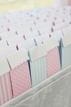 Pastel wedding: haar, confituur en snoep idee