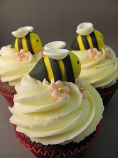 Bee cupcakes!