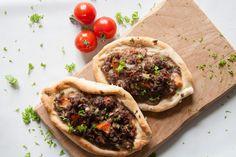 Gewapend met een goed recept maakten we echte Turkse pide met gehakt. Ze zagen er bijna zo uit als bij de Turkse bakker en smaakten authentiek.