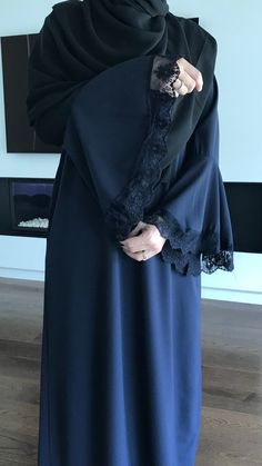Discover the new abaya lace Monday A lovely feminine long dress . This is one size model will advise someon Burka Fashion, Muslim Fashion, Hijab Fashion, Fashion Outfits, Abaya Designs Dubai, Muslim Dress, Hijab Dress, Abaya Pattern, Modele Hijab